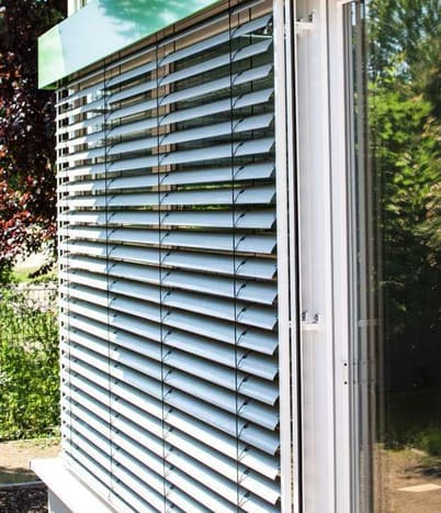 Raffstore - außenliegende Sonnenschutz-Produkte
